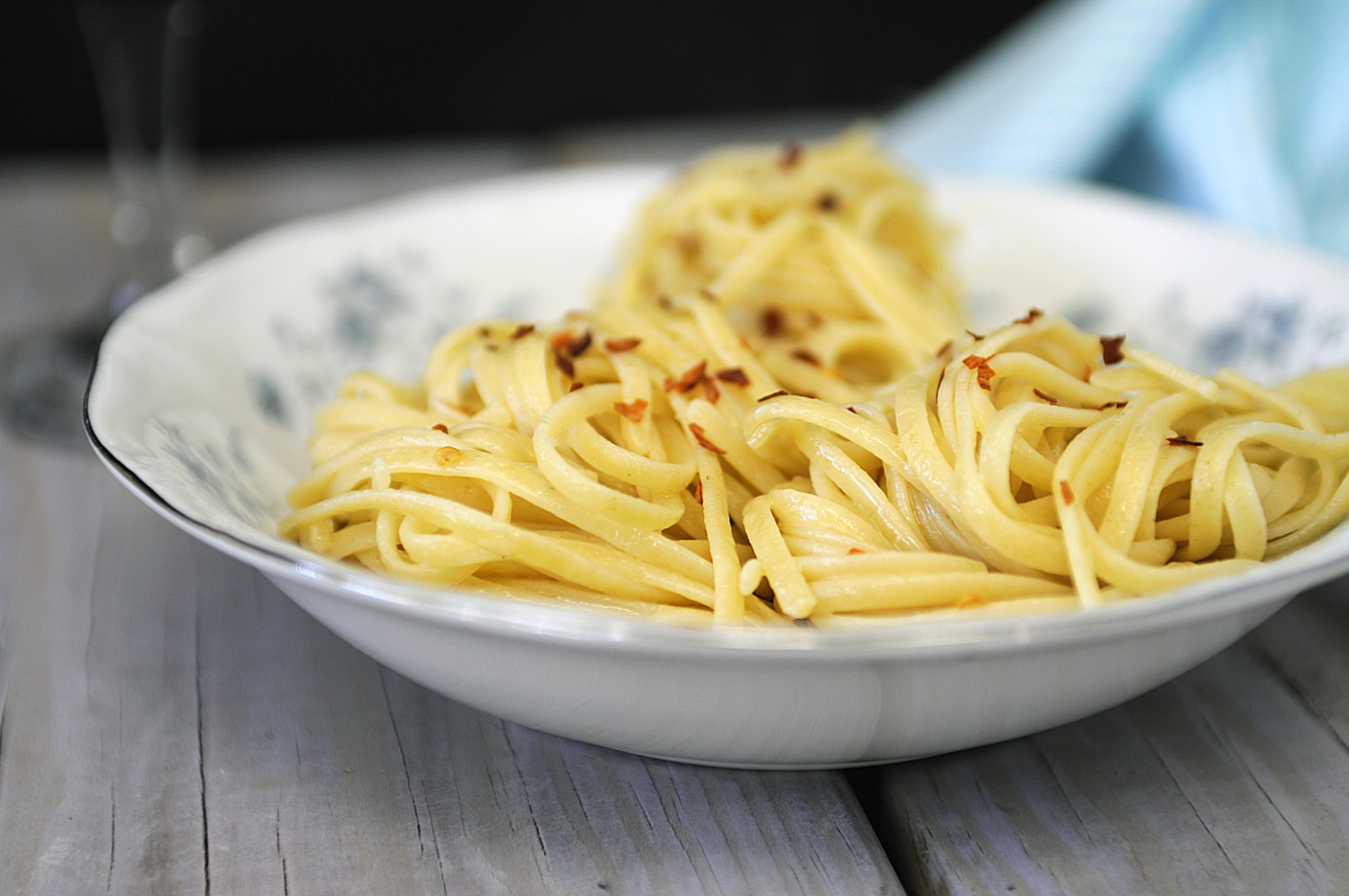 spaghetti aglio e olio feed me seymourfeed me seymour. Black Bedroom Furniture Sets. Home Design Ideas